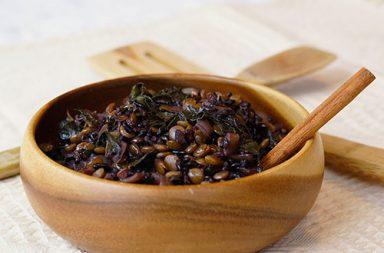 Ricetta: Riso venere lenticchie e spinaci freschi