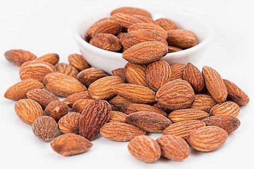 Mandorle Proprietà e Benefici: 60 grammi proteggono la salute