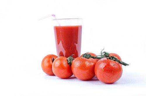 succo di pomodoro : 8 Benefici Incredibili Per Iniziare La Giornata