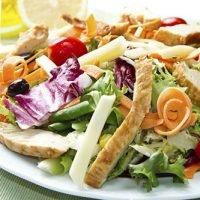 Elenco dei 34 alimenti con meno carboidrati : insalata mista di pollo