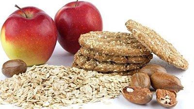 Mele avena frutta secca e biscotti ai cereali