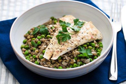 Quali alimenti forniscono 30 grammi di proteine
