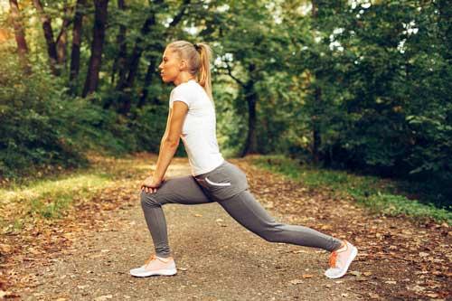 Stretching dei flessori dell anca
