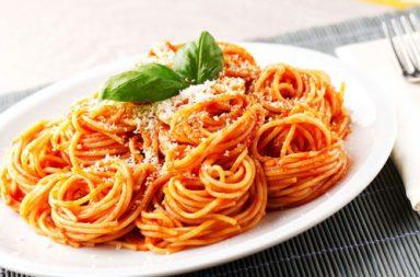 Quante calorie ha un piatto di pasta al pomodoro